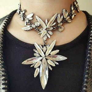 Crystal statment necklace